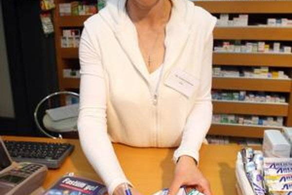 V Česku sa lieky presúvajú do obchodov. U nás to zákon nedovoľuje.