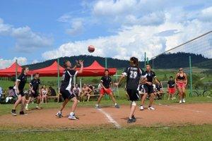 Volejbalový turnaj. Víťazom sa stalo BKM Family.