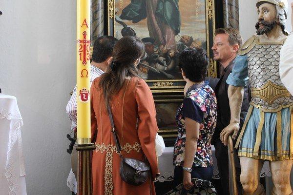 Návšteva z Taiwanu. Pozreli si hrad aj zreštaurované oltáre v hradnej kaplnke.