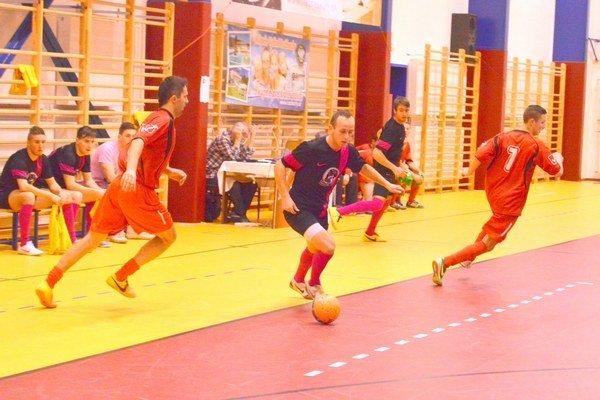 Futsalová liga. Patrí k obľúbeným spestreniam zimnej sezóny.