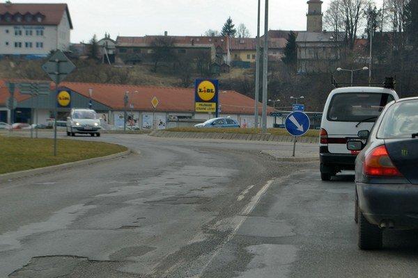Neplnené sľuby. Križovatka v Starej Ľubovni je otravou pre vodičov a hanbou zodpovedných.