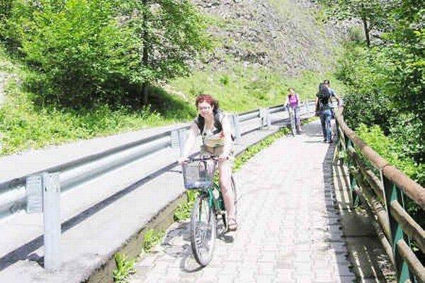 Pieniny. Turistom slúži množstvo cyklochodníkov.