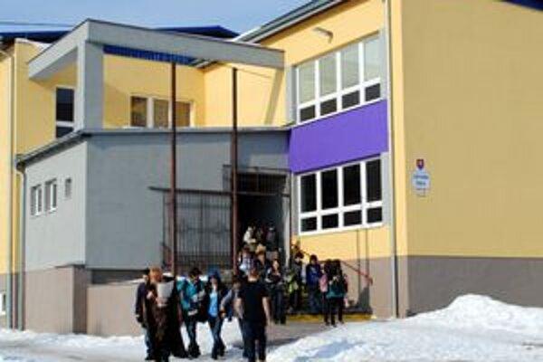 Komenského. Na tejto škole prišli žiaci do školy po vyše týždni.