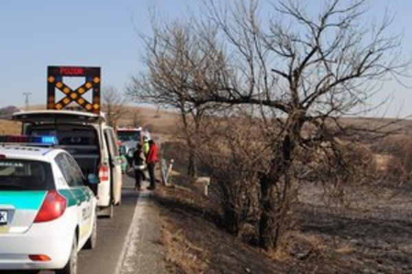 Nehoda kvôli požiaru. Nakupujúci z Prešova v hustom dyme nestihli zabrzdiť.