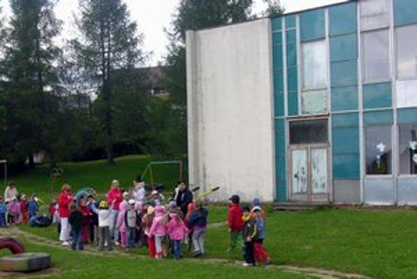 Budova škôlky na Vsetínskej ulici potrebuje opravu.