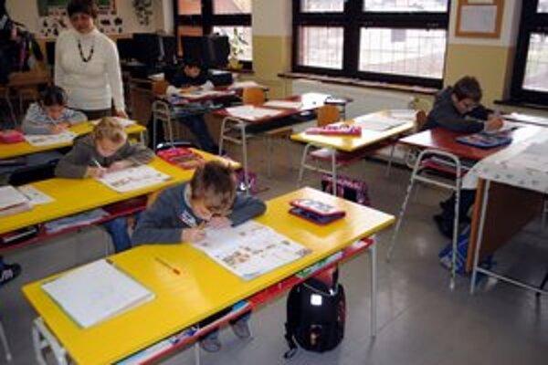 Hromoš. V jednotriednej škole sa deti učili.