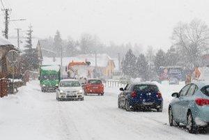 Pri Pustom Poli. Autá cez kritický úsek 15. marca nepúšťali.