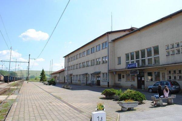 Železničný uzol. V Plavči sa stretávajú regionálne dopravné tepny.
