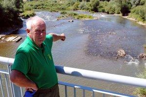 Rieka Poprad. Podľa Ľubomíra Hužvíka to majú hlavátky za súčasného počasia zložité.