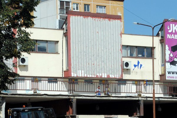 Družba. Problémy so strechou nie sú jedinými v tejto časti mesta.