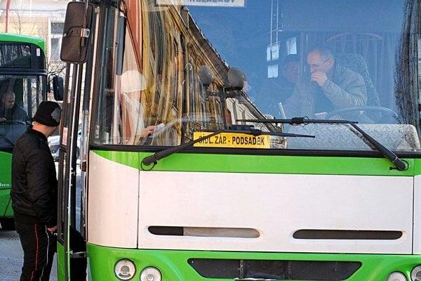Doprava. S bývalým prevádzkovateľom sa mesto dohodlo na vyplatení straty z prevádzky mestskej dopravy.