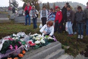 Symbolická svieca. V Kyjove ju zapálili za posledného bojovníka Michala Kravca.