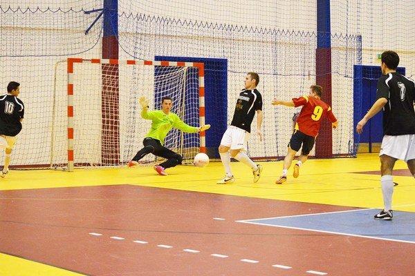 Jedenásť účastníkov v dvoch ligách. Hrá sa už 24. ročník tradičnej futsalovej súťaže.