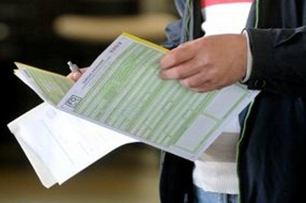 Doklady súvisiace s podaním daňového priznania treba odkladať päť rokov.