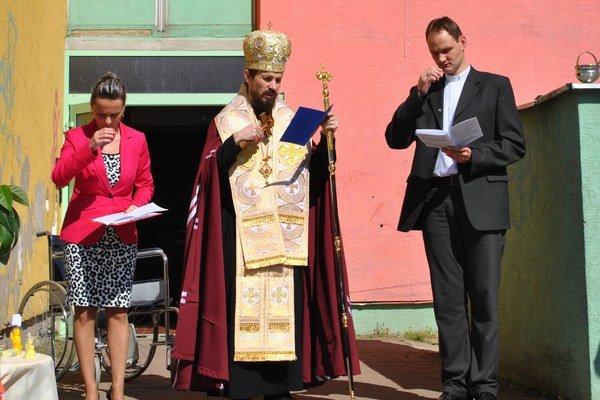 Posvätenie. Chránenú dielňu posvätil pomocný biskup Milan Lach.
