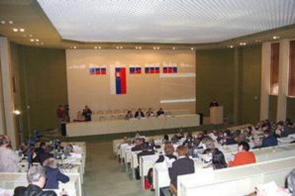 Poslanci PSK. Schválili počty budúcich poslancov v jednotlivých obvodoch.