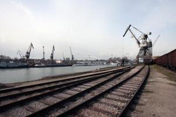 Prekladisko v bratislavskom prístave bude môcť prekladať kontajnery a sypký materiál, ako je ruda či uhlia, zo železničnej dopravy na lodnú aj automobilovú.