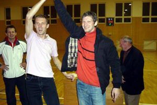 Opory víťazného Tiama. Na tvárach Hricka (v bielom) a Mariančíka bolo po skončení súťaže vidno veľkú radosť.