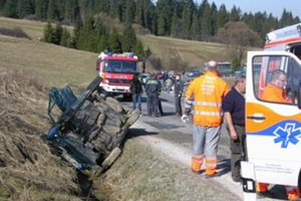 Havárie. Počet nehôd sa v minulom roku oproti predchádzajúcim obdobiam výrazne znížil. Teoreticky menej práce tak majú záchranári, policajti i hasiči.