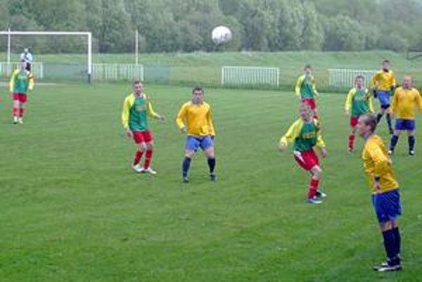 Sieť sa vlnila až desaťkrát. Za nepriaznivého chladného počasia nechýbala v Podolínci početná úroda gólov.