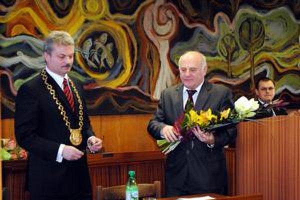 Kompetencie Jaržembovského (vpravo) prevzal primátor Biganič.