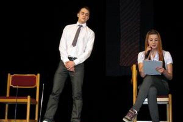 Základy randenia. Túto scénku predviedli študenti obchodnej akadémie.