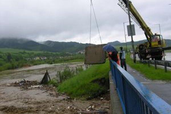 Mnohé poškodené mosty patrili štátu alebo krajom. Niektoré však boli vo vlastníctve obcí.