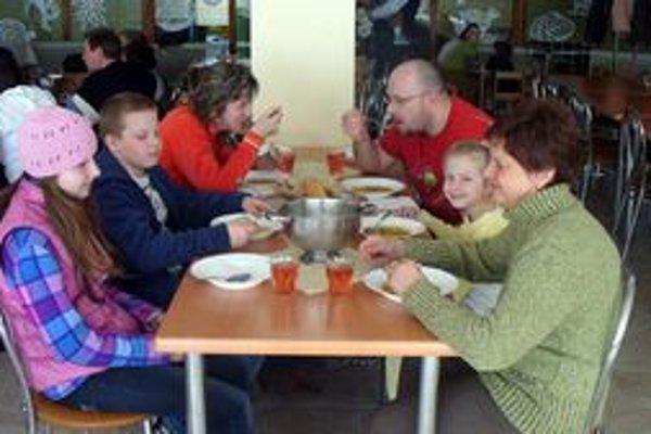 Pôstna polievka mala zúčastneným vynahradiť sobotný obed.