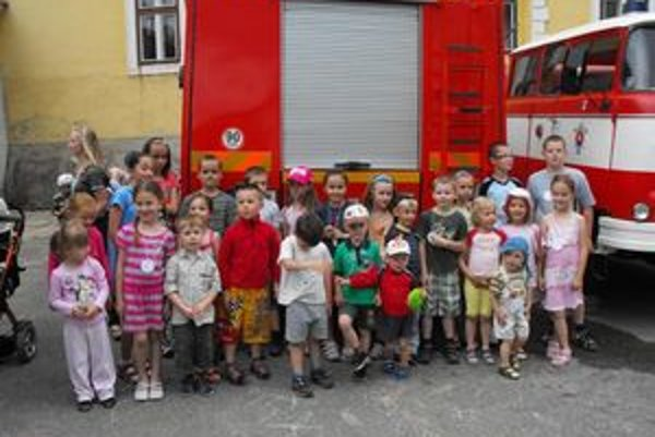 Podujatie pre deti. Počas akcií sa najmenší potešili hasičom a ich technike.