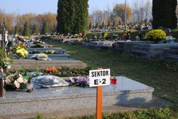 Na cintorínoch je teraz väčší prehľad.