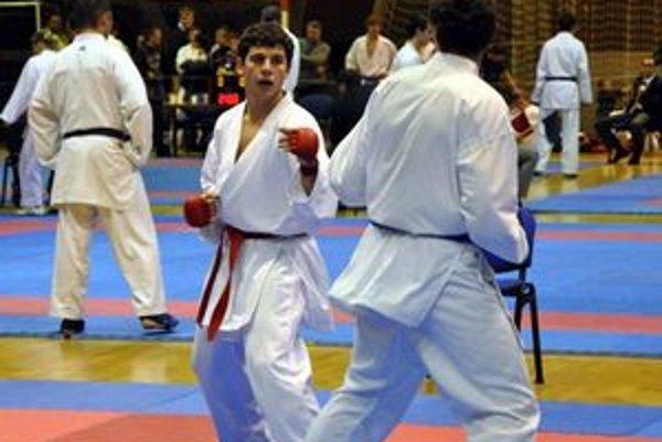 Adam Vorobeľ (s červeným pásom) potvrdil svoju dominanciu aj na majstrovstvách SR.