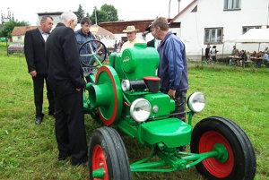 """Jozef Brišák zo Zákamenného predstavil niekoľko starých, ale funkčných traktorov. """"Najstarším je Sloboda 12 z roku 1936. Doma mám ďalšie. Okrem toho deväť mláťačiek a štyridsať stabilákov. Ak by sa našli sponzori na ich zachovanie, bol by som rád."""""""