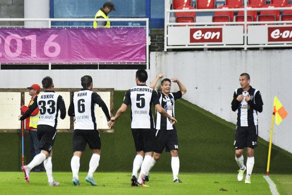 Hlava Ľuboša Kolára (druhý sprava) priniesla Myjavčanom v sobotu dve gólové radosti.