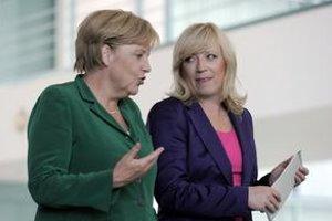 Pozícia premiérky Ivety Radičovej bude na nadchádzajúcom summite únie potom, ako Slovensko odmietlo požičať Grécku peniaze, ťažká. Rozčarovanie z nášho postoja neskrývala ani nemecká kancelárka Angela Merkelová.