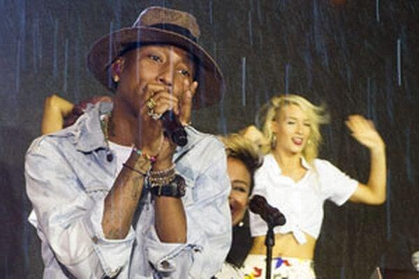 Pharrell Williams spieva Happy.