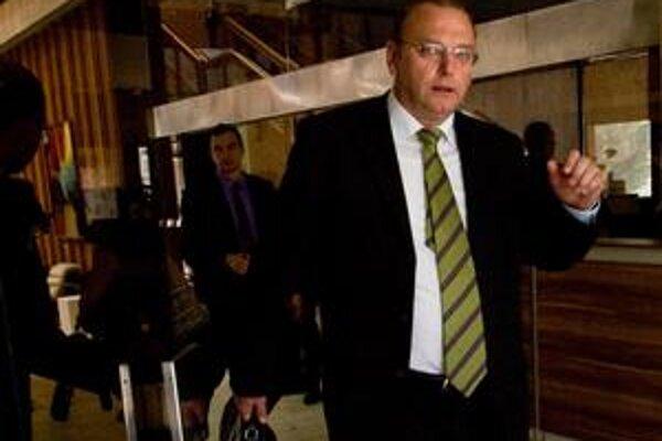 Minister dopravy Ľubomír Vážny tvrdí, že PPP projekty sú pre nás výhodné.