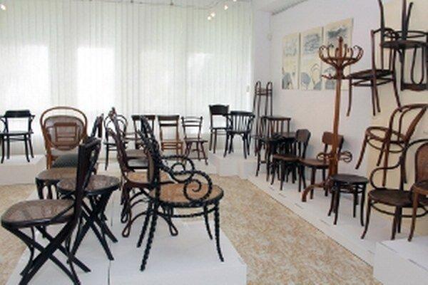 Stoličky, ktoré vyrobila firma Thonet, sú do 18. 6. vystavené v Hornonitrianskom múzeu v Prievidzi.