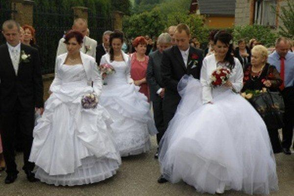 Šťastný deň rodiny pokazil po svadbe zlodej.