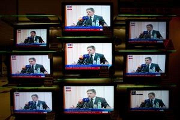 Premiér Robert Fico sa vo svojom príhovore na programovej konferencii Smeru nevyhol ani kritike opozície a médií, za čo si vyslúžil od prítomných delegátov potlesk.