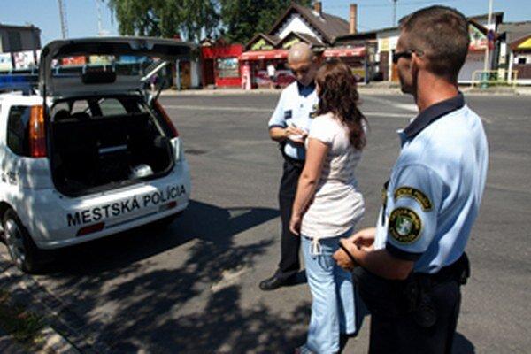 V Prievidzi by mohlo byť aj viac mestských policajtov.