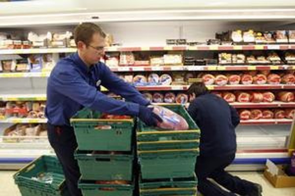 Sledovať jednotkové ceny sa vám môže teraz vyplatiť. Už vyše týždňa totiž platí smernica Európskej únie, ktorá povoľuje aj nezvyčajné  balenie výrobkov –  porovnať si cenu výrobkov tak môže byť po novom ťažšie.