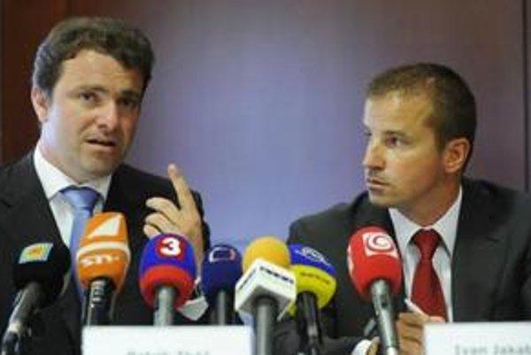 """Patrik Tkáč a Ivan Jakabovič idú robiť biznis na """"ostrove Slobody."""""""