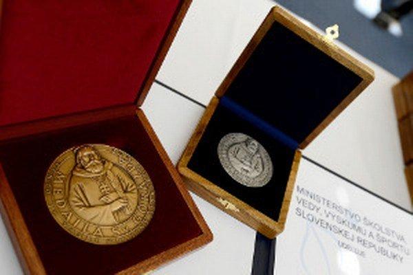 Medaily sv. Gorazda učiteľom odovzdával minister školstva Dušan Čaplovič.