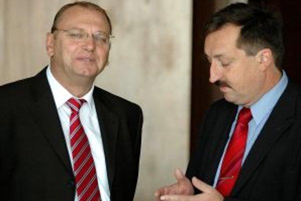 Minister dopravy Ľubomír Vážny (vľavo) a bývalý generálny riaditeľ železníc Dalibor Zelený.