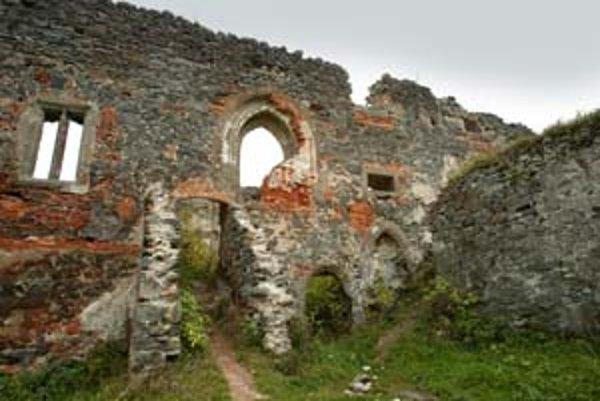 O kúpu pamiatok už nie je taký záujem, ako býval. Minulý rok sa napríklad predala zrúcanina hradu Vígľaš s podmienkou, že jej nový majiteľ bude do pamiatky investovať.