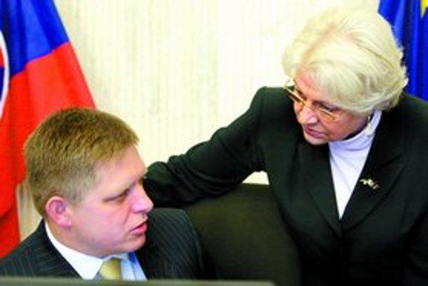 Ministerka Viera Tomanová tvrdí, že zmenou zákona reagujú na požiadavky ľudí, ktorí do 2. piliera vstúpili bez toho, aby potrebovali úradne overený podpis, no pri výstupe ho už museli mať.