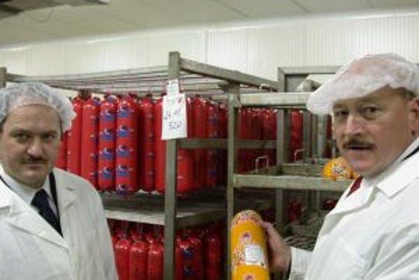Mecom Humenné vlastní už od roku 2003 pečať Štátnej veterinárnej a potravinovej správy, ktorá je symbolom, že firme se podarilo splniť všetky podmienky Európskej komisie. Pečať jej odovzdal vtedajší minister pôdohospodárstva Zsolt Simon.