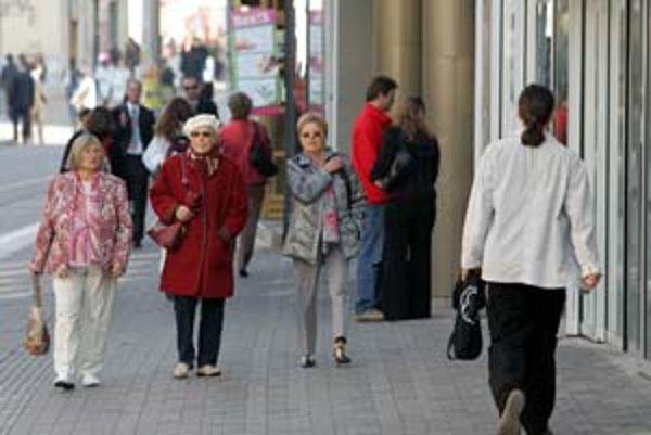 Na dôchodok z druhého piliera si k včerajšiemu dňu podľa údajov Sociálnej poisťovne prestalo od začiatku roka sporiť 4904 sporiteľov. Pre sporivý pilier sa od začiatku roka naopak rozhodlo 1326 ľudí.