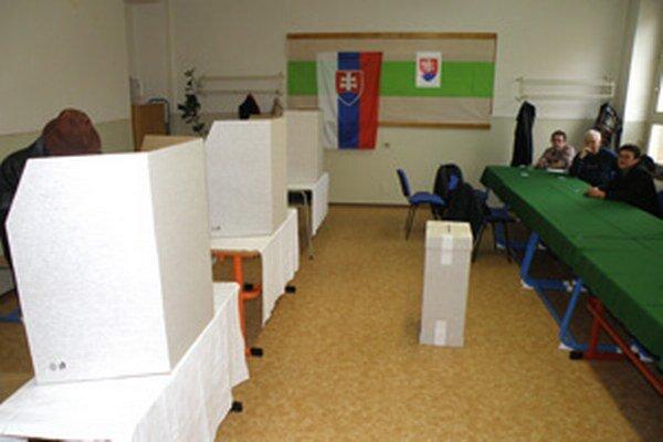 V druhom kole prezidentských volieb si ľudia vyberajú už len z dvoch kandidátov.