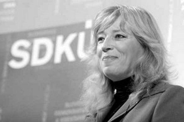 Podpredseníčka SDKÚ Iveta Radičová prezentovala výhrady strany k novele, ktoré odovzdala Smeru.
